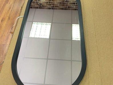 Зеркало в раме с интерьерной подсветкой 400 на 950