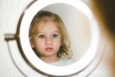 Зеркало и ребенок