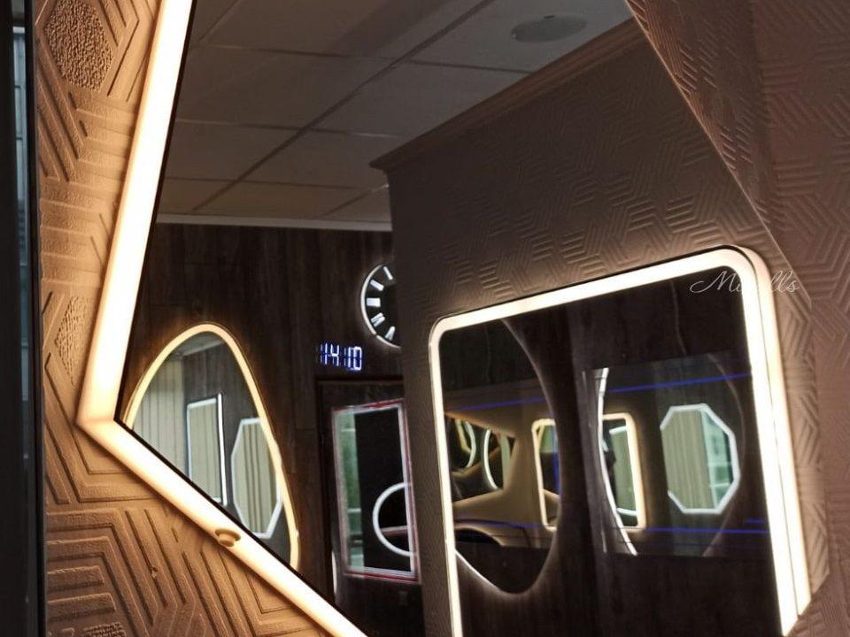 многоугольное зеркало с часами и подсветкой - Iceberg Extra