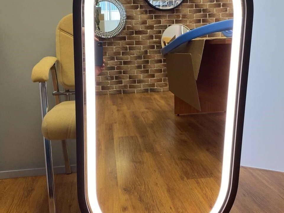 Зеркало с фронтальной подсветкой