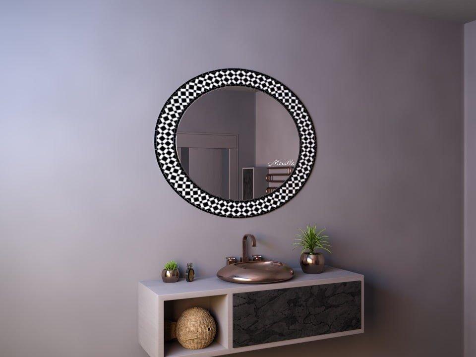 овальное зеркало в раме из мозаики без подсветки Daisy