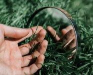 Статья Miralls- Интересные факты о зеркалах. Отражение руки в зеркале