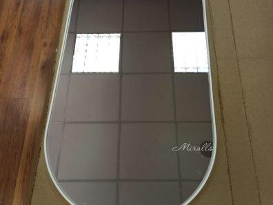капсульное зеркало без подсветки в белой раме Ameli