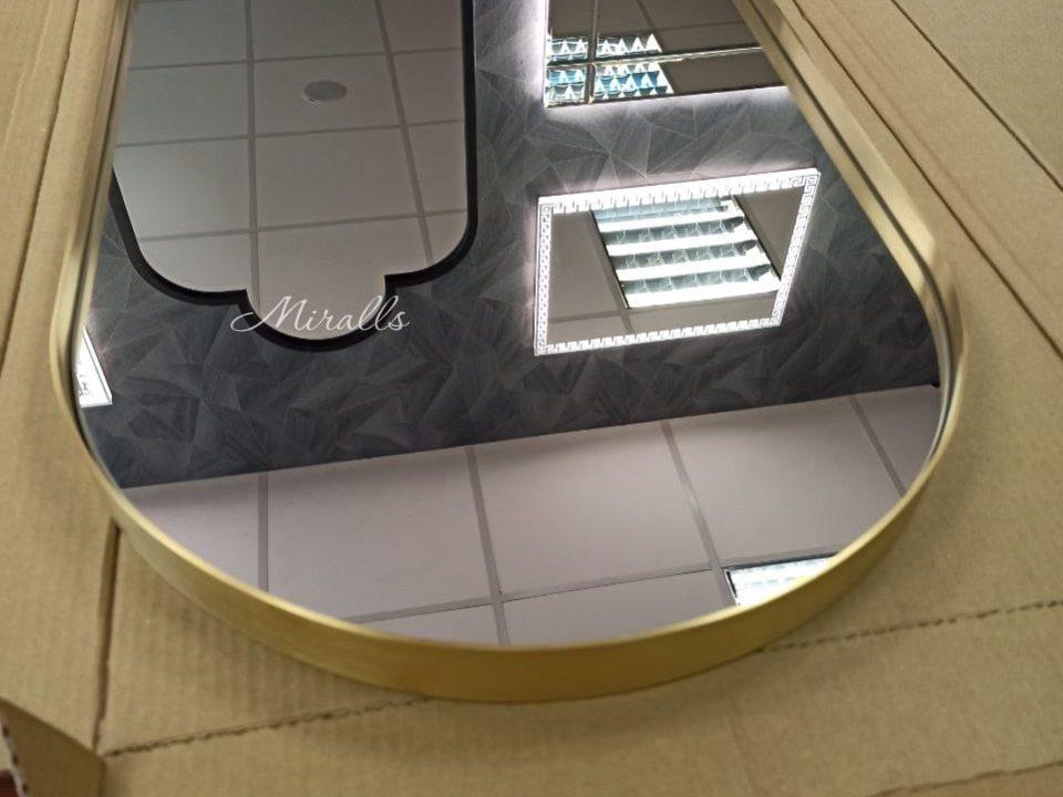 капсульное зеркало без подсветки в металлической раме Barbara