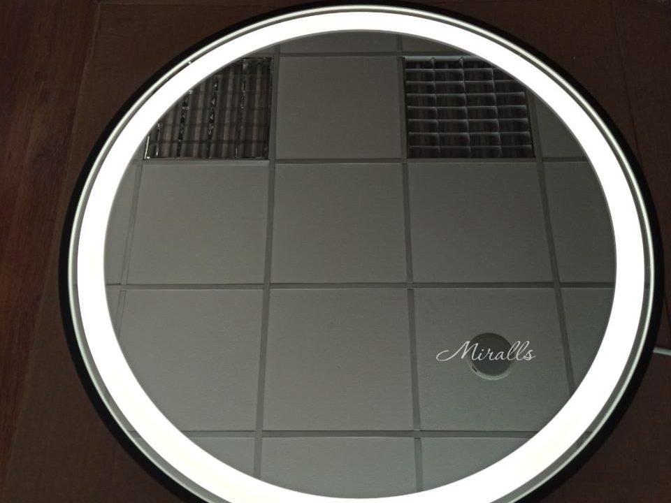 круглое зеркало с подсветкой в черной раме Medea Plus