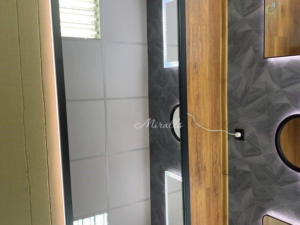 прямоугольное зеркало с интерьерной подсветкой в черной раме Leonardo