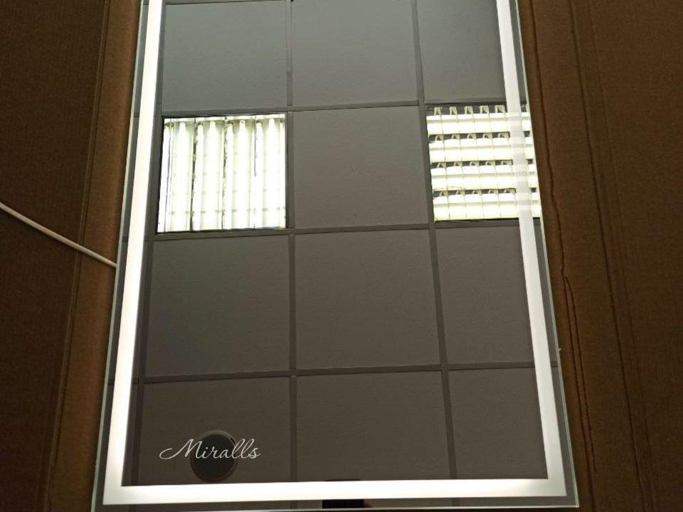 прямоугольное зеркало с подсветкой в черном пластике Edging