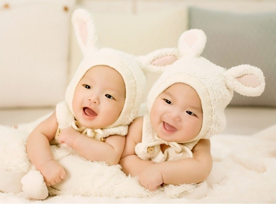 Азиатские дети. Фотография для статьи Зеркало для детской комнаты