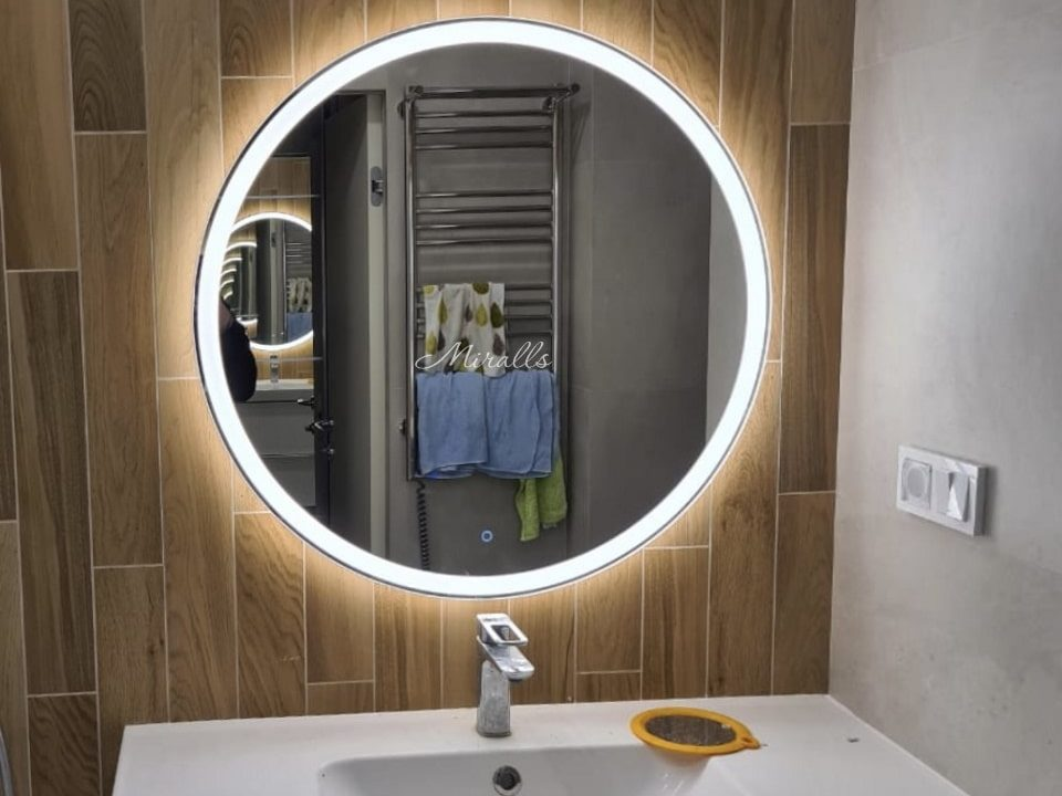 круглое зеркало Ring с подсветкой в ванне