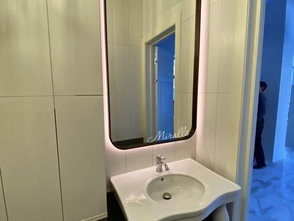 зеркало Amadeus Extra с интерьерной подсветкой в ванне