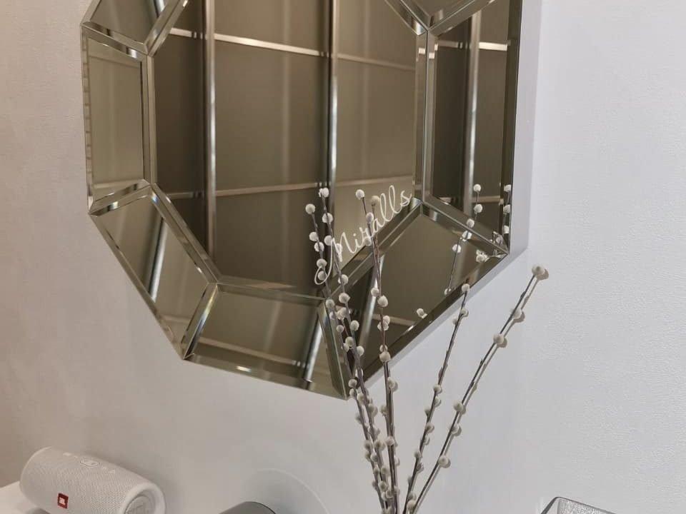 зеркало без подсветки Coliseum в гостинной