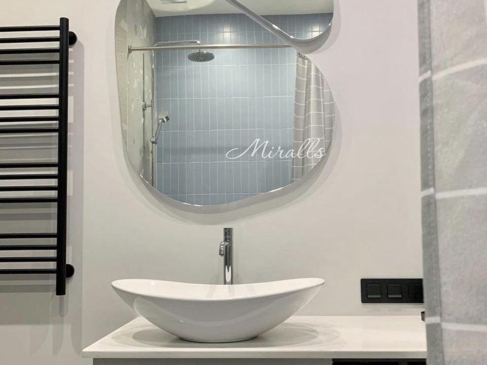 Фигурное зеркало Opal Double в ванне