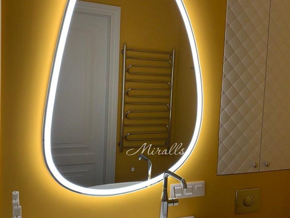 Фигурное зеркало Pandora Plus в ванне