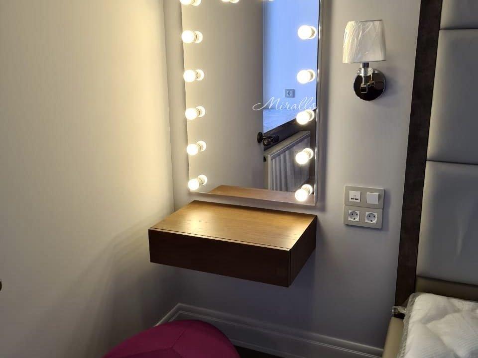 гримерное зеркало Hollywood в спальне