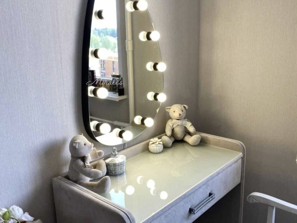 гримерное зеркало Lady в комнате