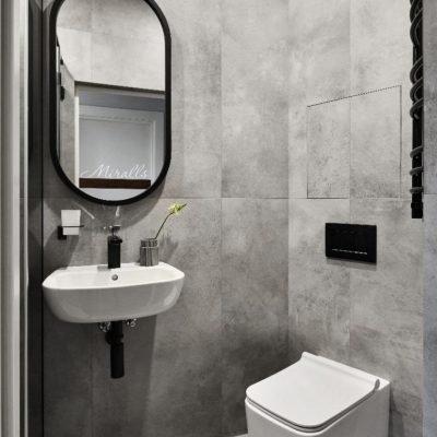 капсульное зеркало Berta без подсветки в ванне