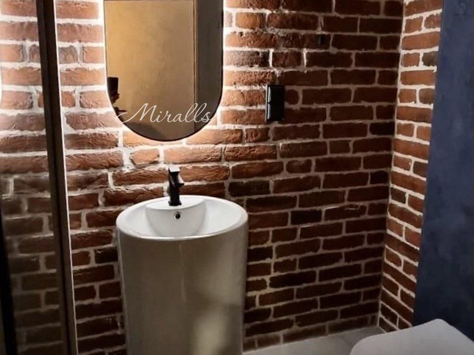 Капсульное зеркало Serena в ванной комнате