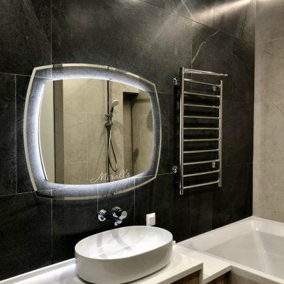красивое зеркало Dolce с подсветкой в ванне