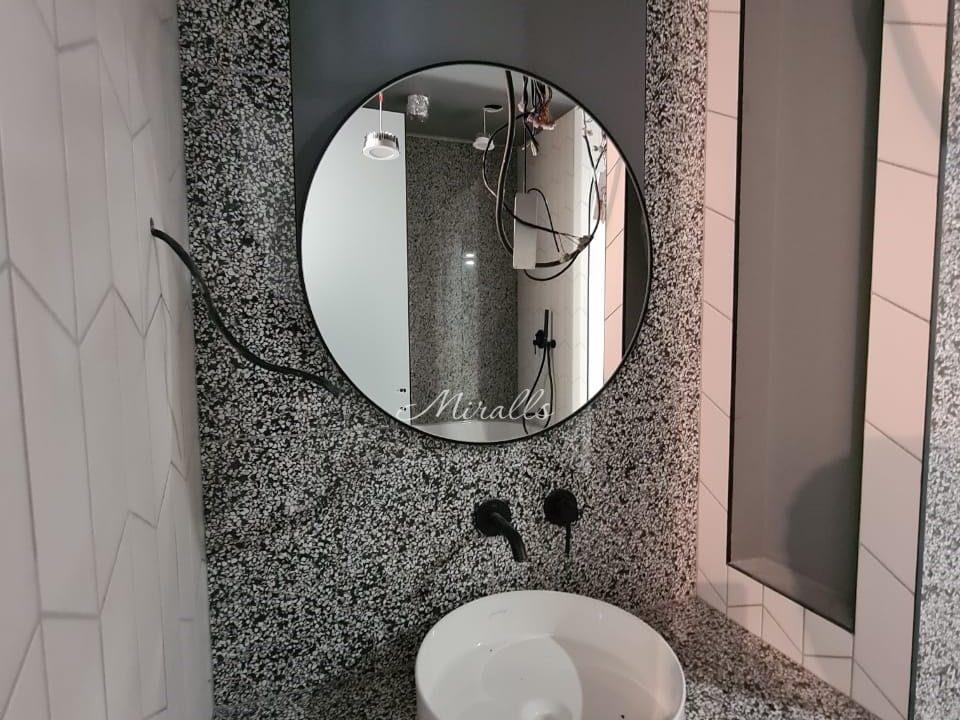 круглое зеркало Medea без подсветки в ванне