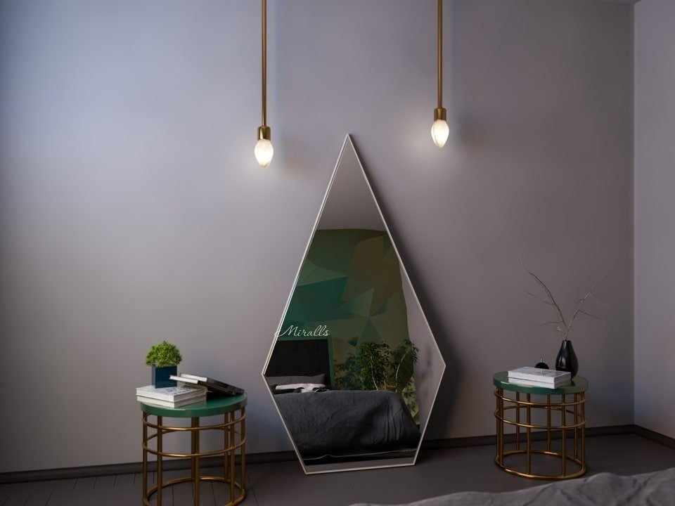 напольное зеркало треугольной формы Acutus