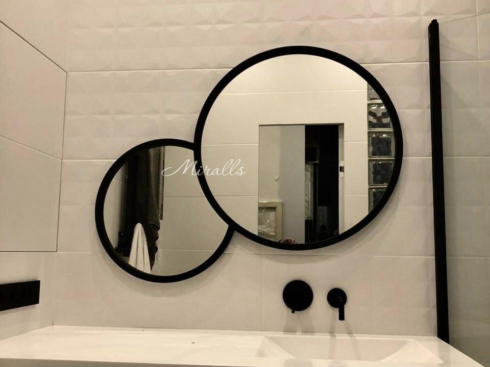 необычное зеркало Solaris в ванной комнате