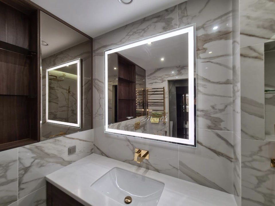 Прямоугольное зеркало Murano Extra в ванне
