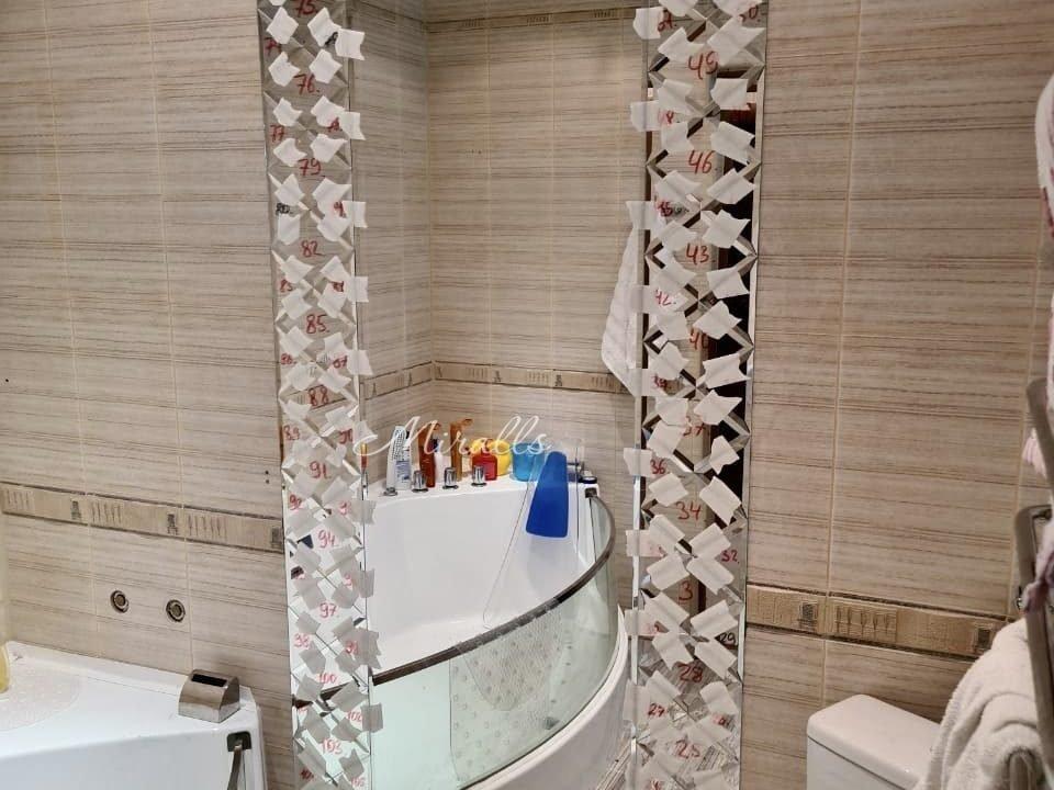 зеркальное панно Lira в ванной комнате