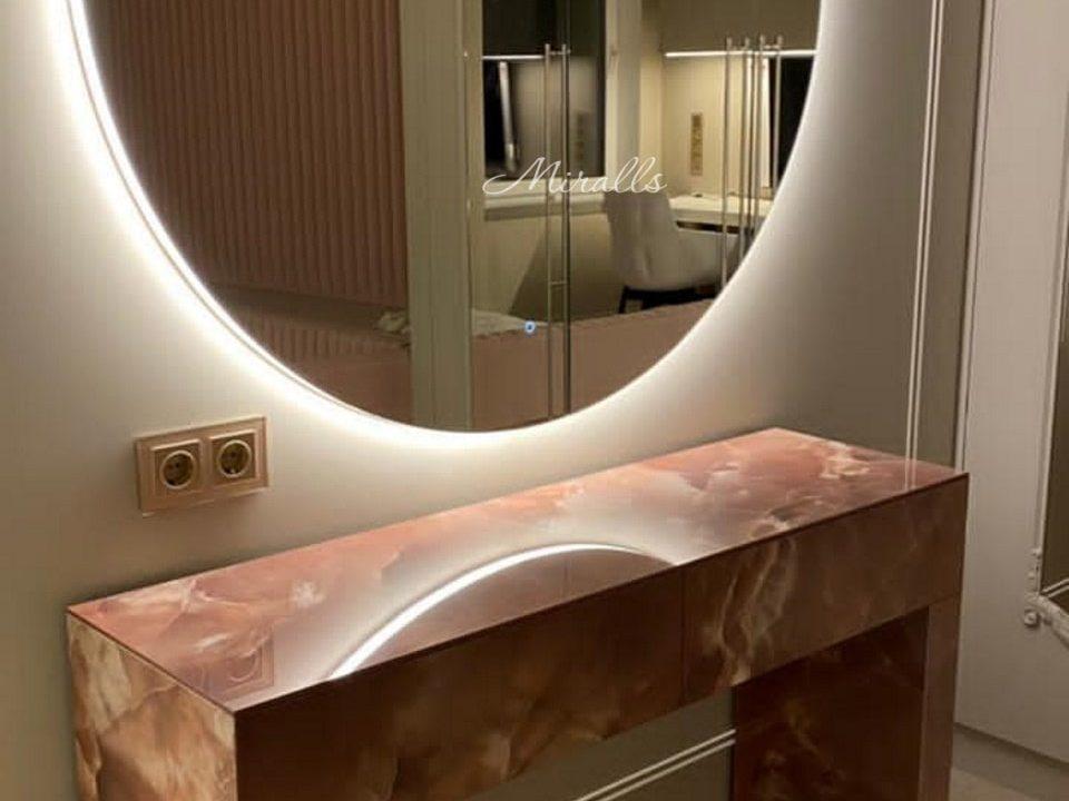 зеркало Eclipse в комнате