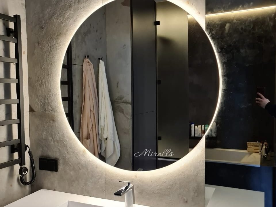 зеркало Eclipse в ванной комнате