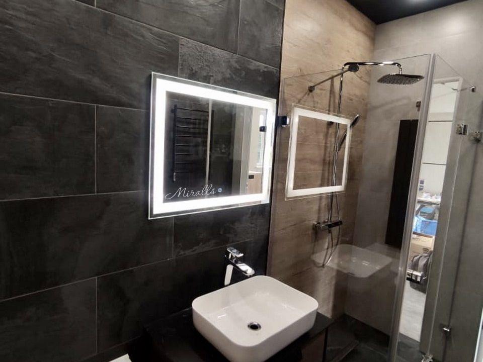 зеркало Edging в ванной с диодной подсветкой