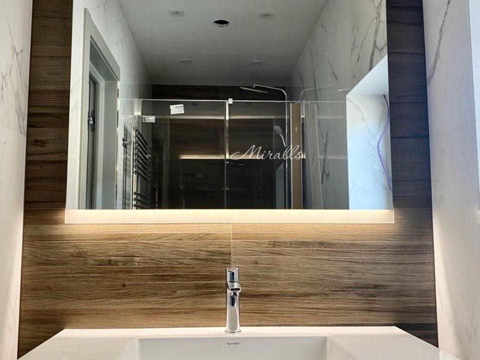 зеркало River с фронтальной подсветкой в ванне