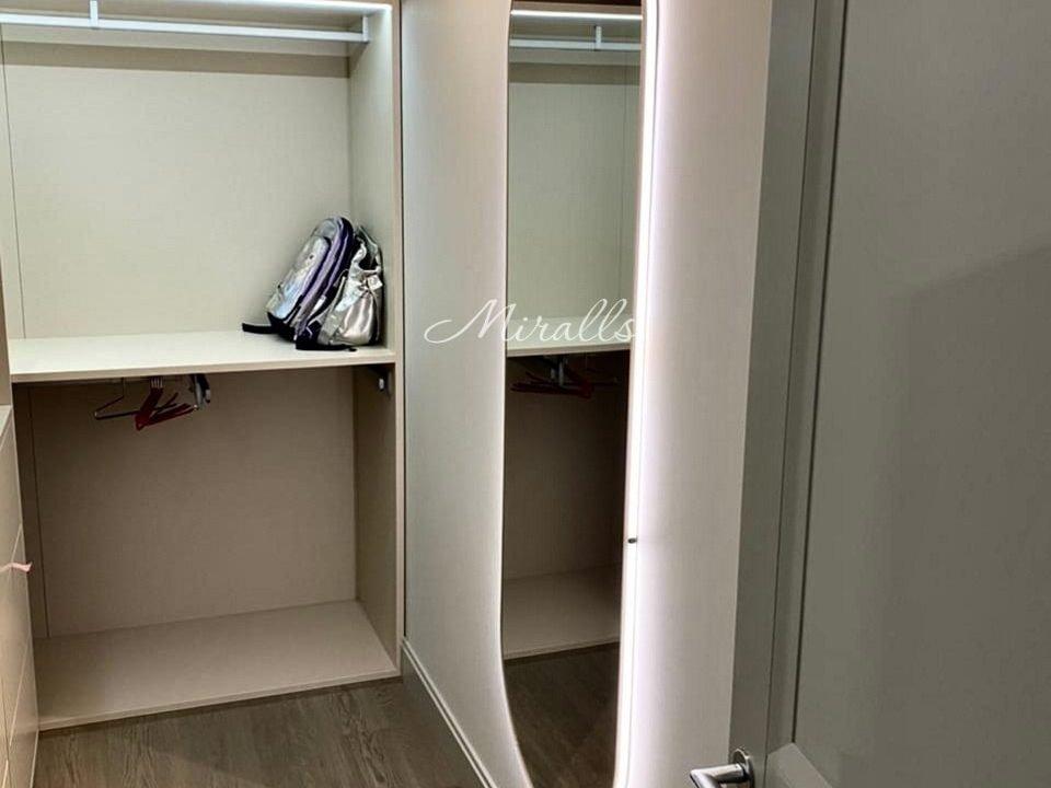 зеркало Serena с интерьерной подсветкой в гардеробной
