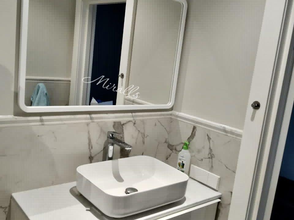зеркало без подсветки Sparta в ванне