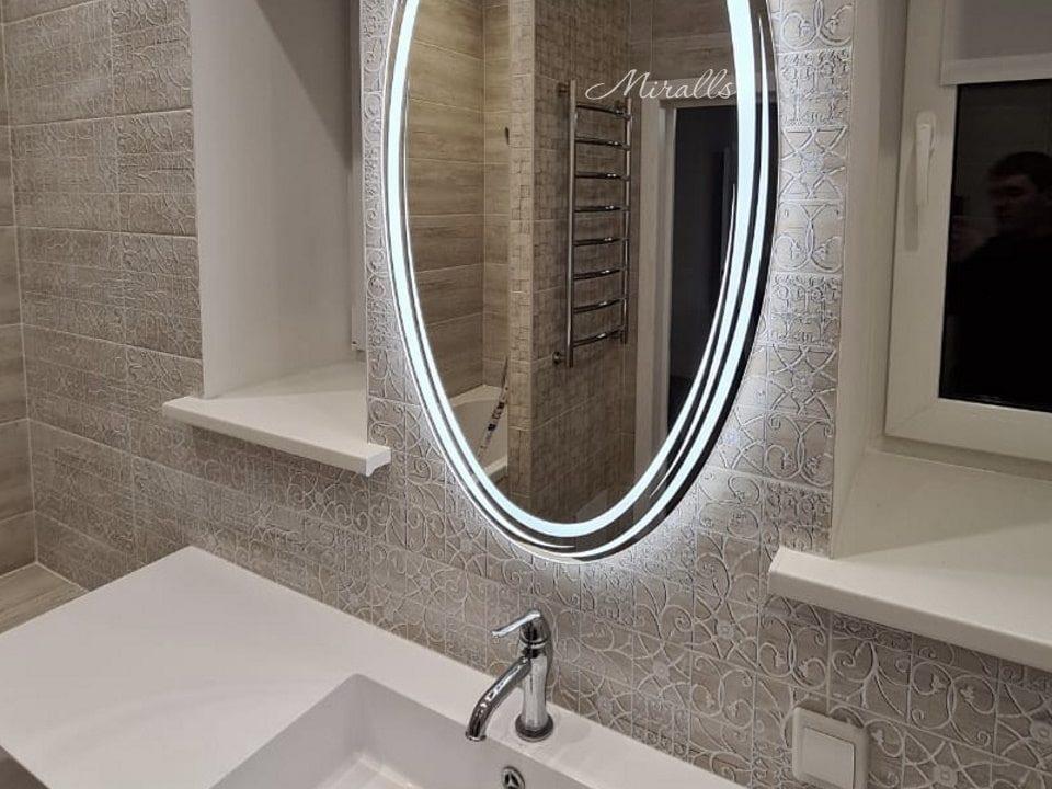 зеркало с художественной подсветкой в ванной Sofia