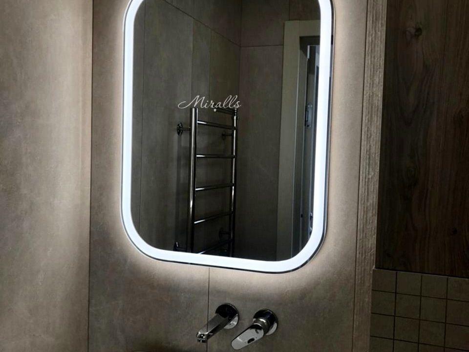 зеркало с подсветкой Camelia в ванне