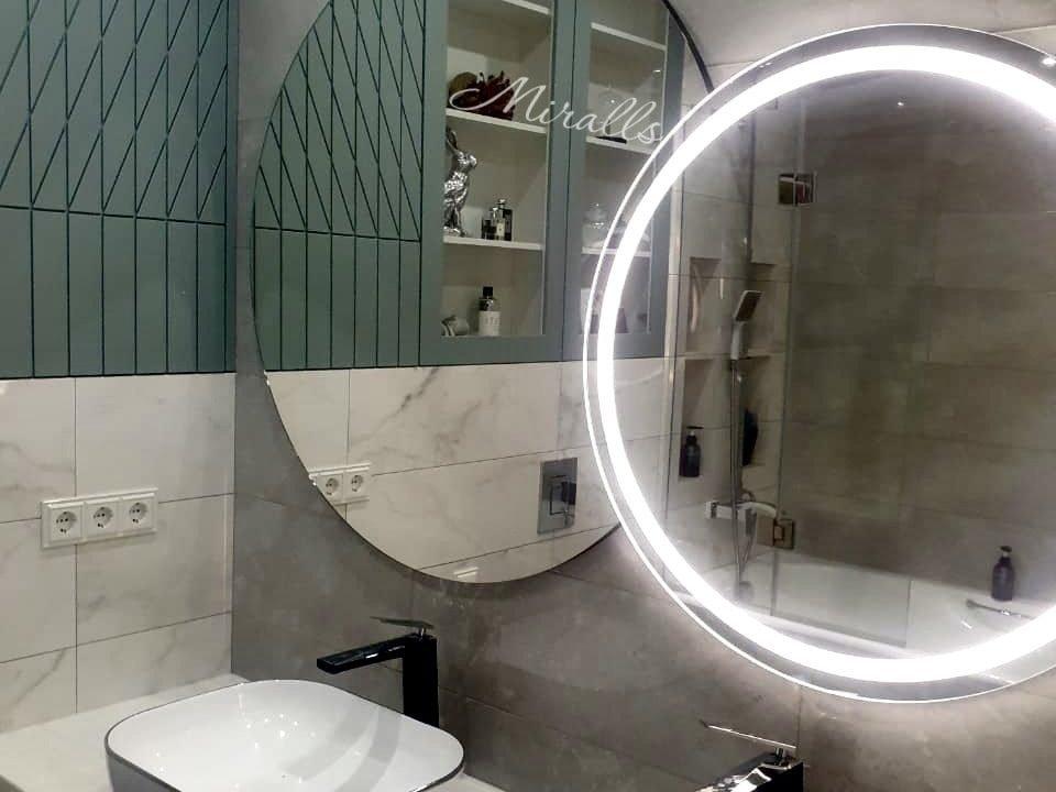 зеркало с подсветкой Solaris Plus в ванной комнате