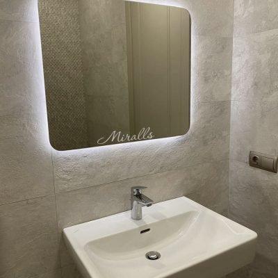 зеркало со скругленными углами Lux в ванной комнате