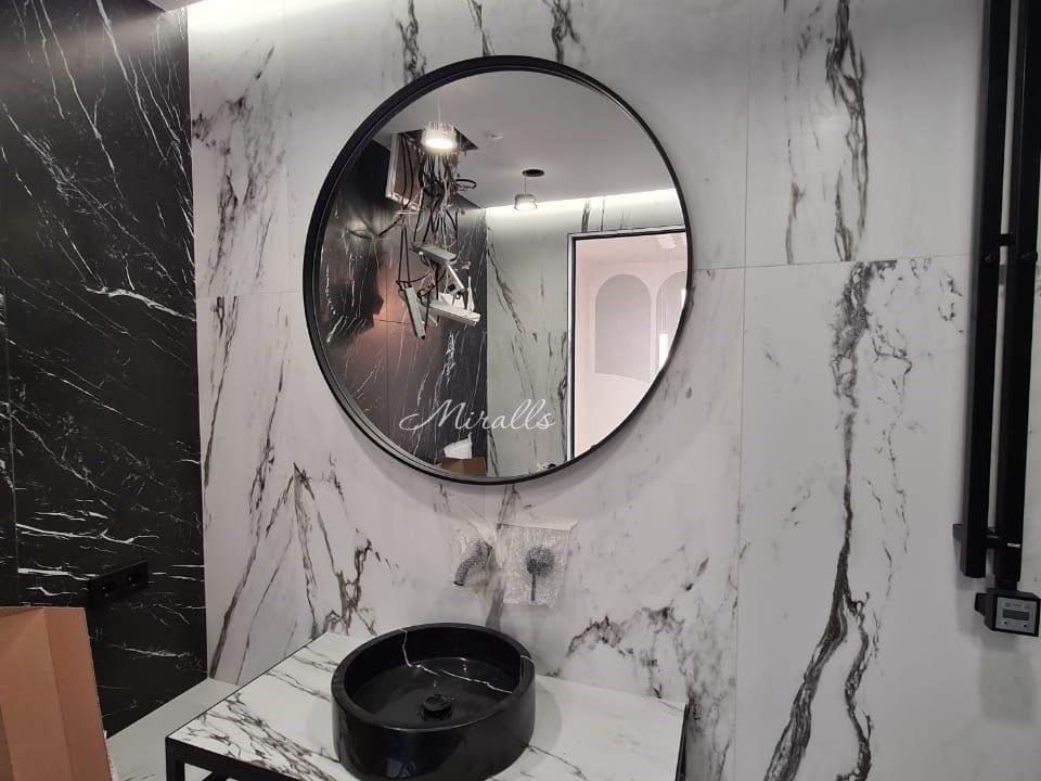 зеркало в раме Oasis в ванне