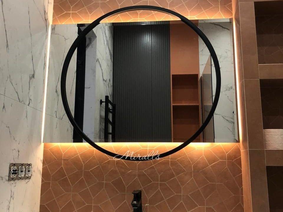 зеркало в ванне с декоративным элементом Basic