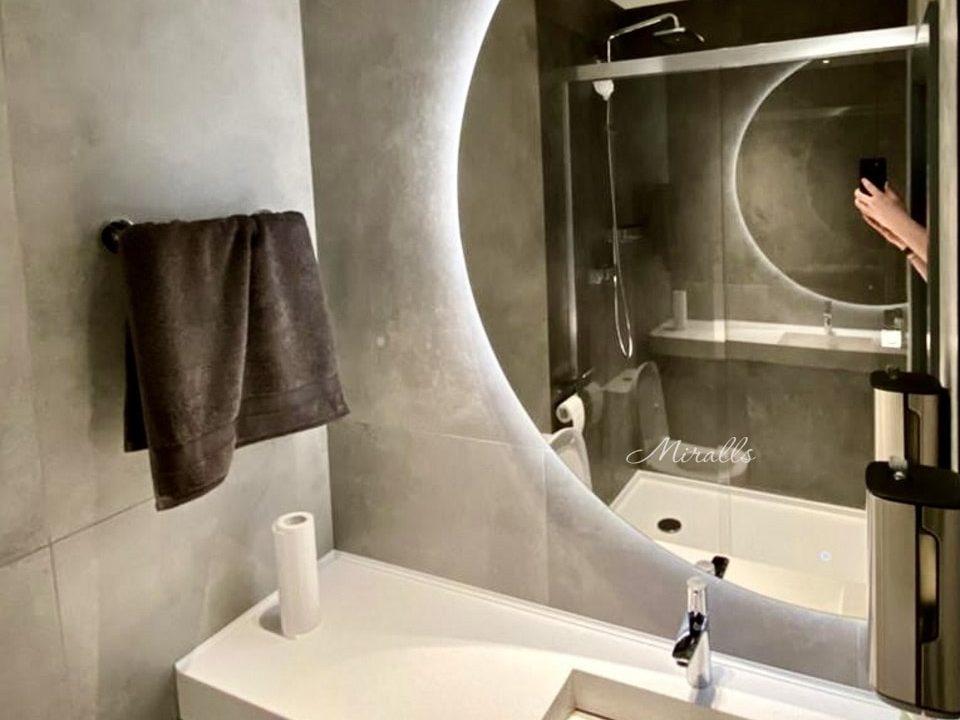 зеркало в ванне с подсветкой Enigma