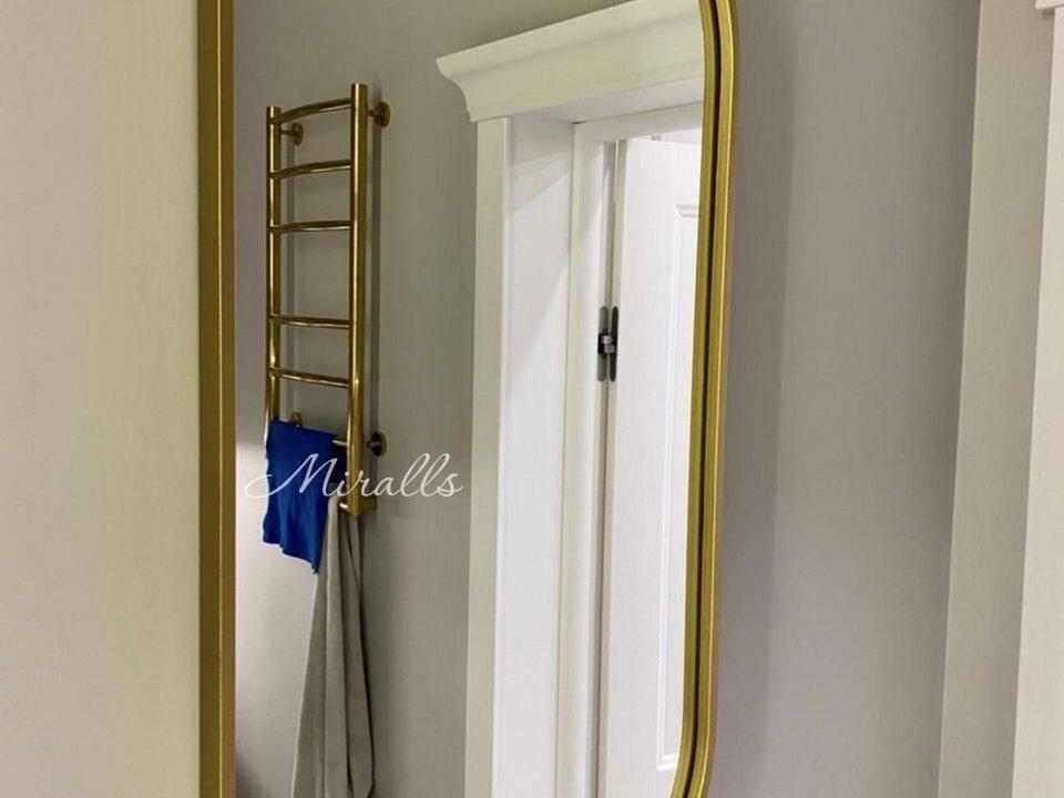 Капсульное зеркало без подсветки Barbara в ванне