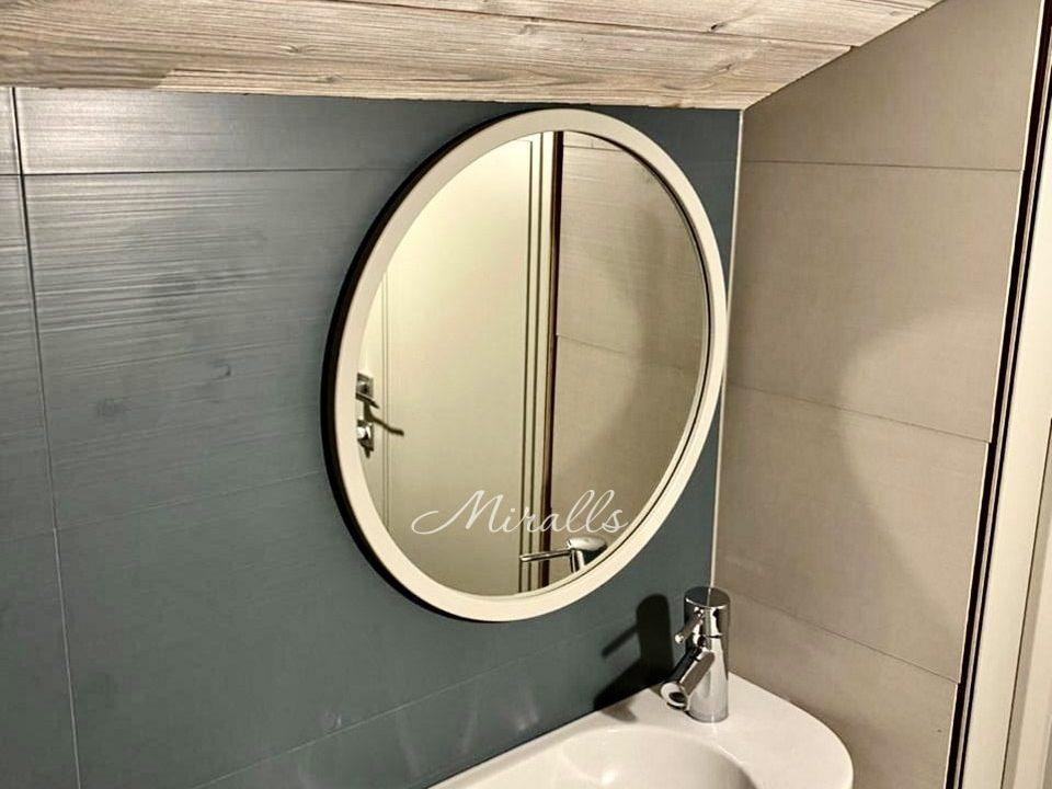 Круглое зеркало без подсветки Orion в ванне