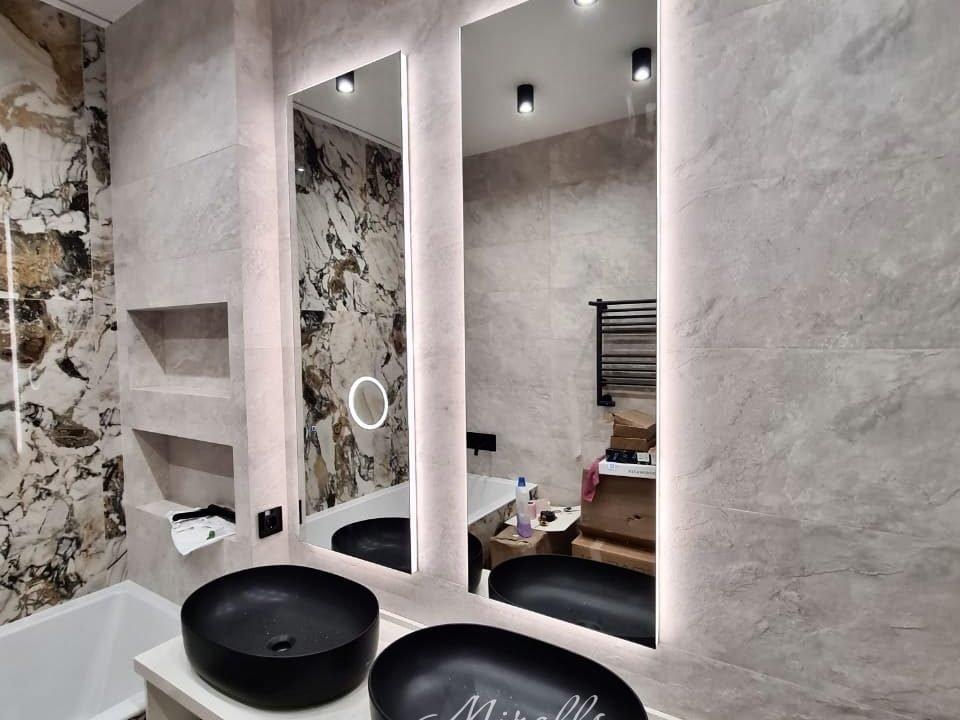 Прямоугольное зеркало с подсветкой Basic в ванне