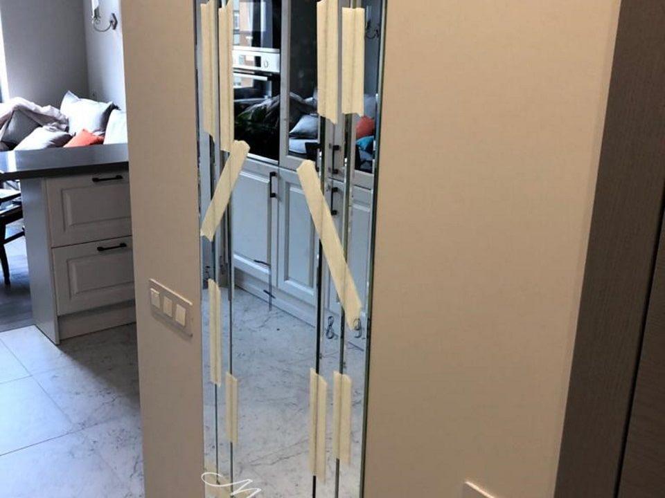 Зеркальное панно Bonaparte в комнате