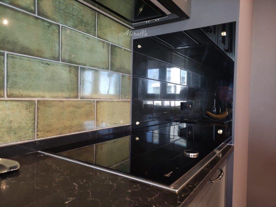 Зеркальное полотно на кухне