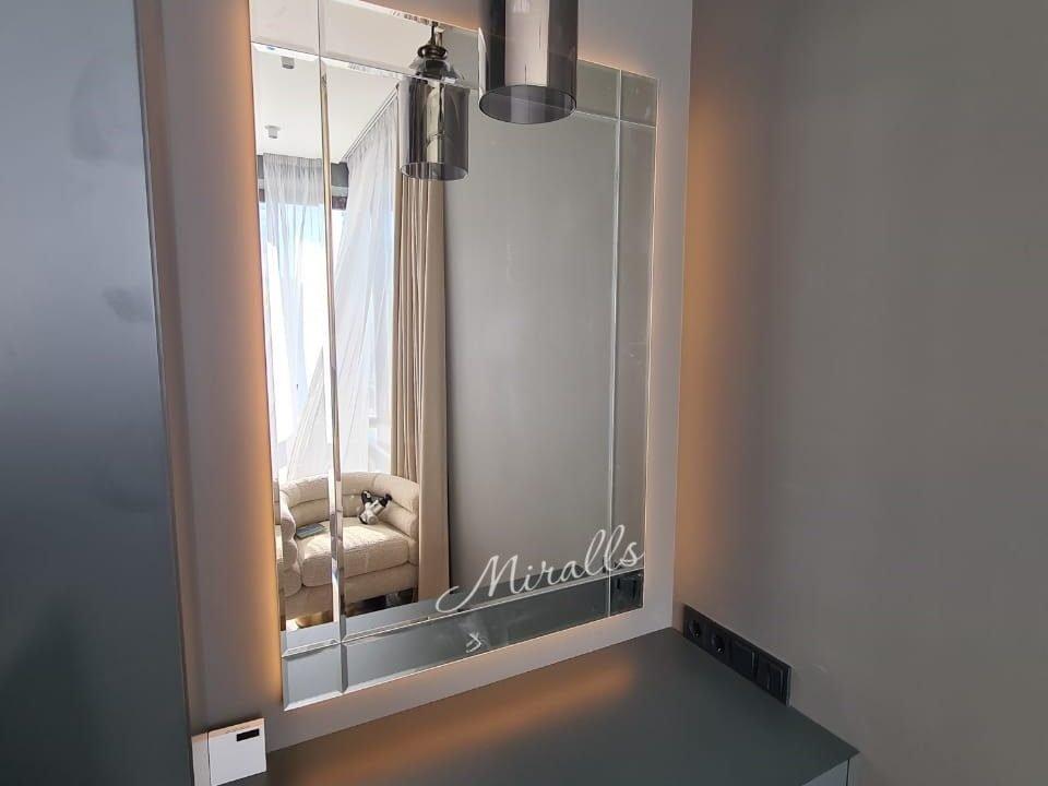 Зеркало Ampir Extra с подсветкой в спальне