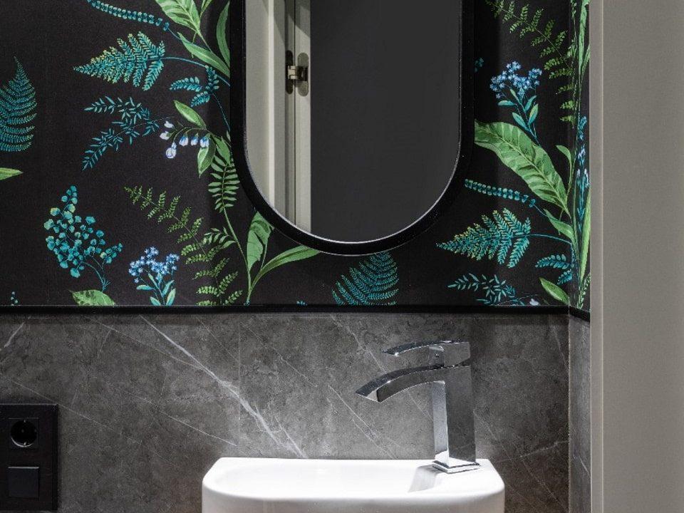 Зеркало Berta в ванной комнате