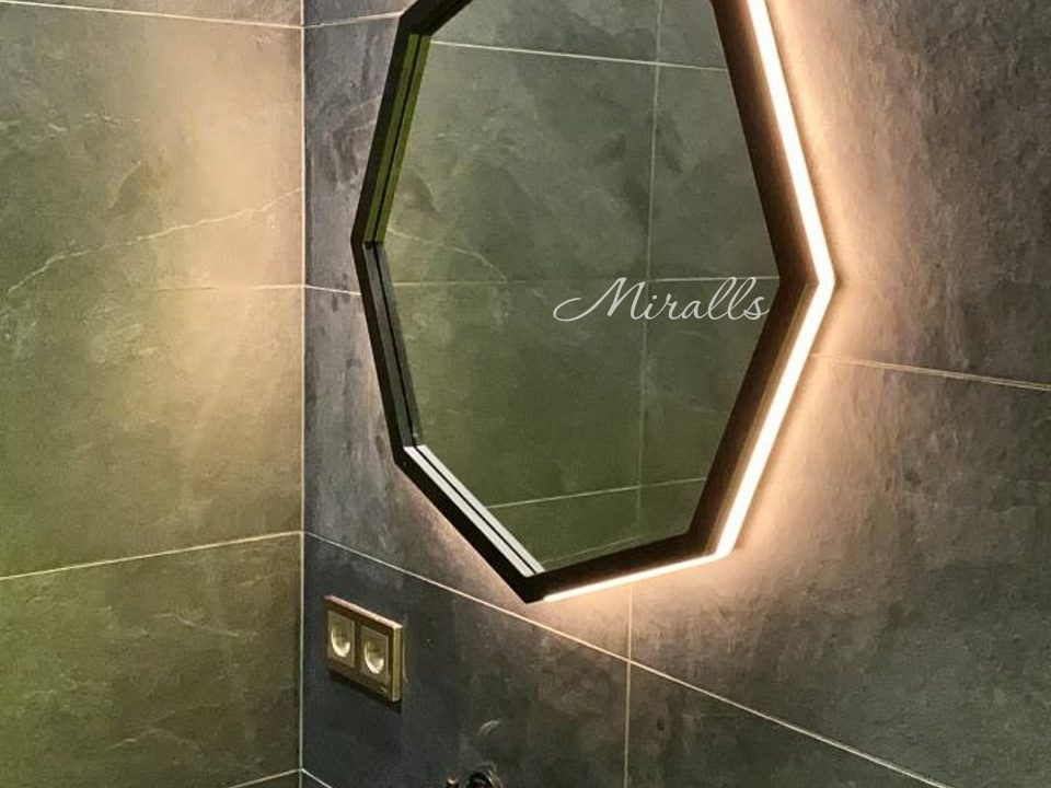Зеркало Candy Extra на ремне с подсветкой в ванне