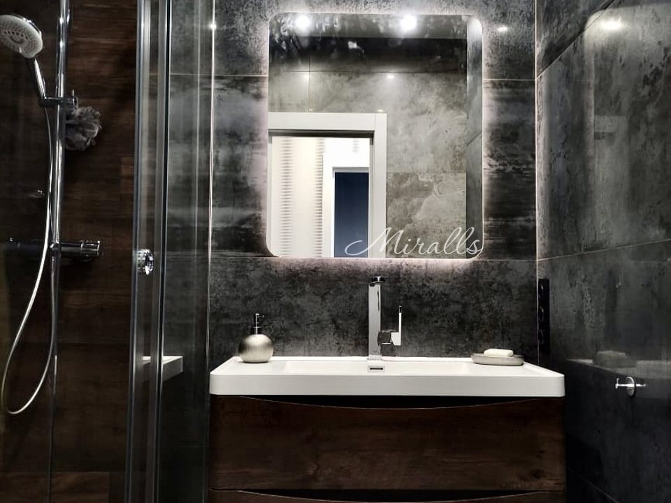 Зеркало Light с подсветкой в ванне