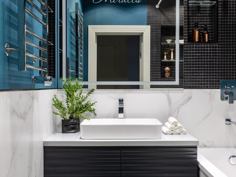 Зеркало Sella с подсветкой в ванне